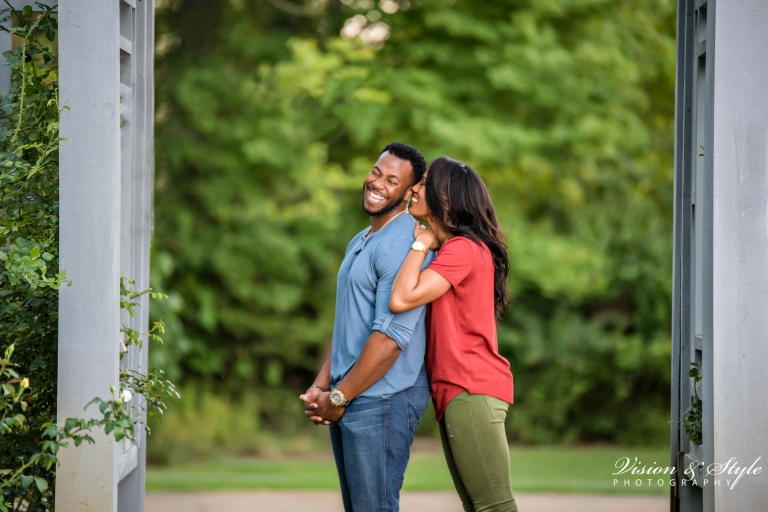 engagement-photo-ideas-casual