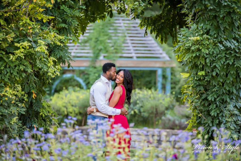 inniswood-metro-gardens-engagement-photos